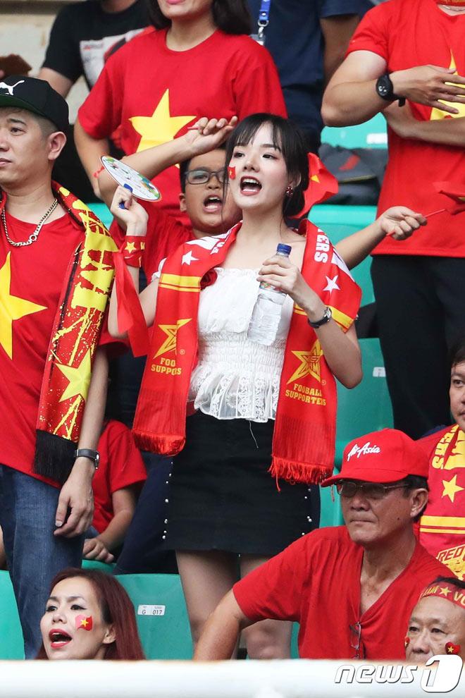 Nữ cổ động viên đẹp như thiên thần được săn lùng sau trận Việt Nam thua UAE - hình ảnh 2
