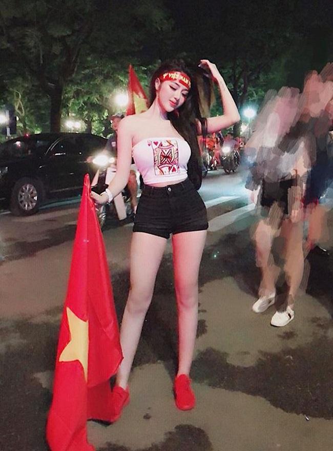 Nữ cổ động viên bóng đá Việt Nam mặc táo bạo chẳng kém ai ở châu Á - hình ảnh 6