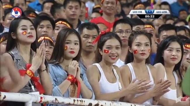 Nữ cổ động viên bóng đá Việt Nam mặc táo bạo chẳng kém ai ở châu Á - hình ảnh 14