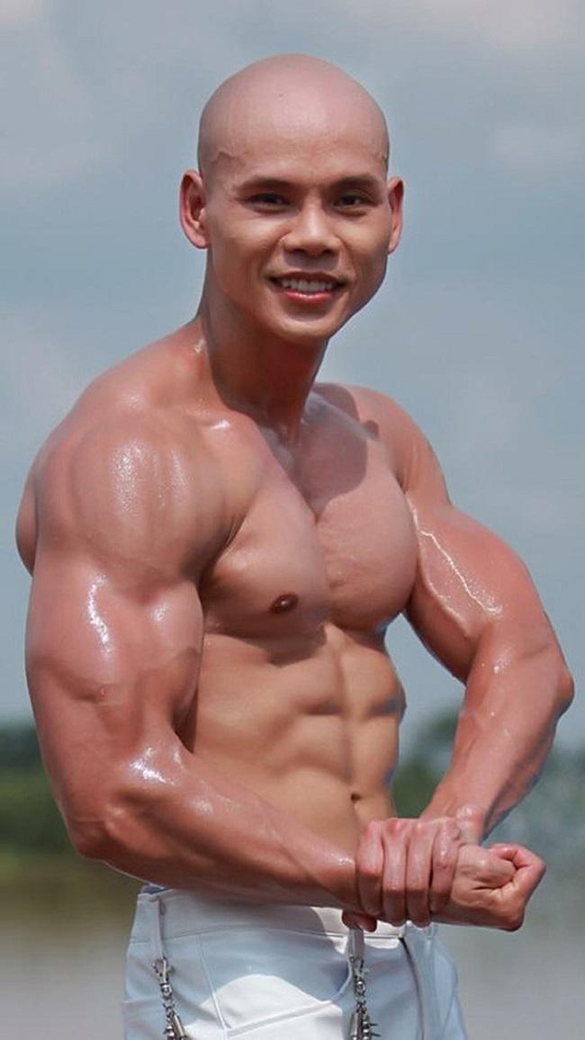 """Mê mệt thân hình """"cực phẩm"""" của Phan Đinh Tùng, Đan Trường ở tuổi 42 - hình ảnh 1"""