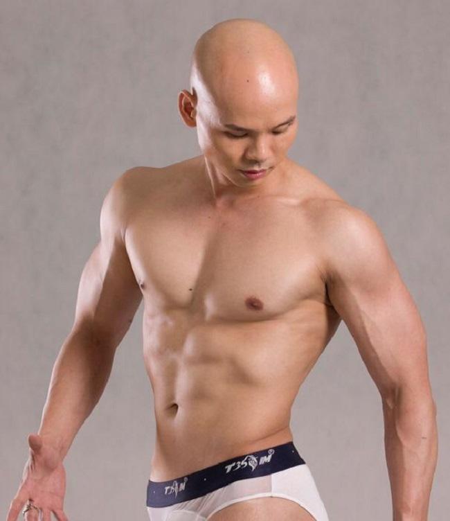 """Mê mệt thân hình """"cực phẩm"""" của Phan Đinh Tùng, Đan Trường ở tuổi 42 - hình ảnh 4"""