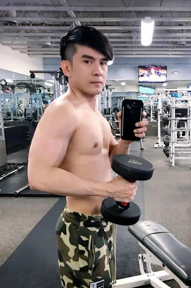 """Mê mệt thân hình """"cực phẩm"""" của Phan Đinh Tùng, Đan Trường ở tuổi 42 - hình ảnh 10"""