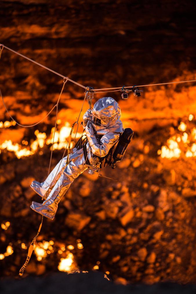 """Hãi hùng lời kể của người đầu tiên thâm nhập """"cổng địa ngục"""" cháy suốt 50 năm - 3"""