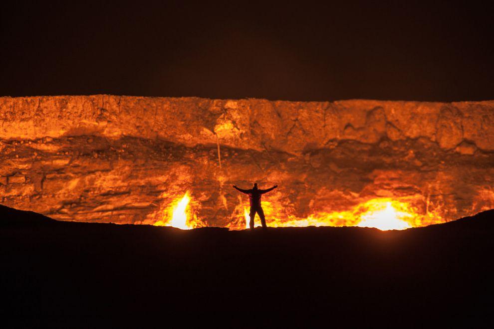 """Hãi hùng lời kể của người đầu tiên thâm nhập """"cổng địa ngục"""" cháy suốt 50 năm - 1"""