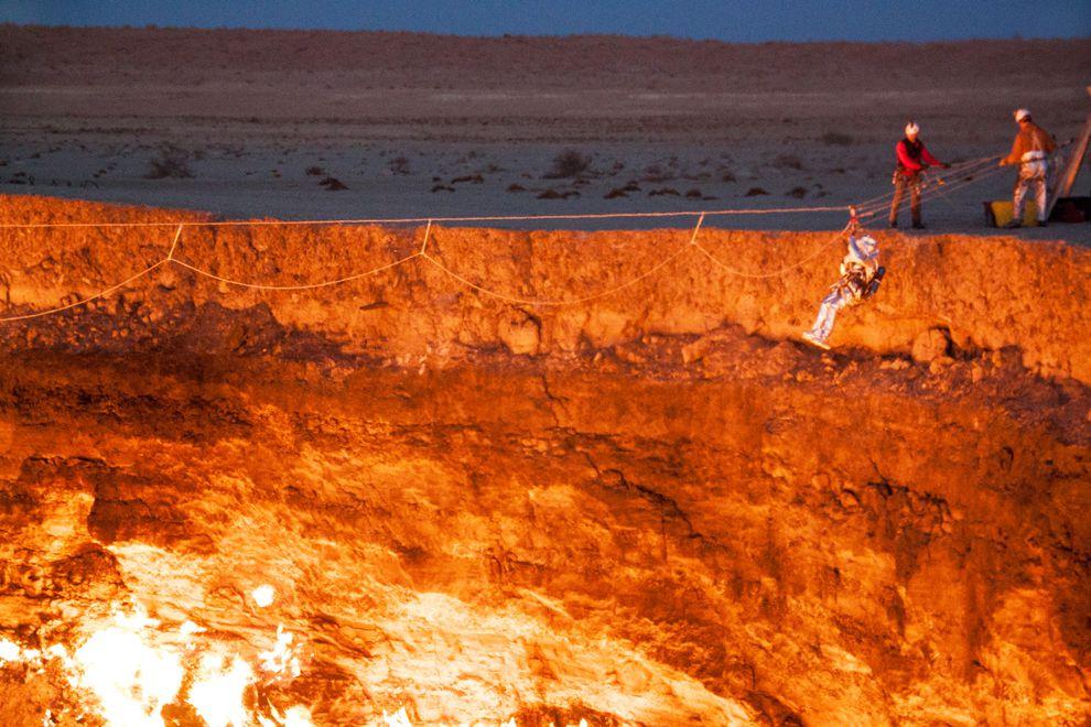 """Hãi hùng lời kể của người đầu tiên thâm nhập """"cổng địa ngục"""" cháy suốt 50 năm - 6"""