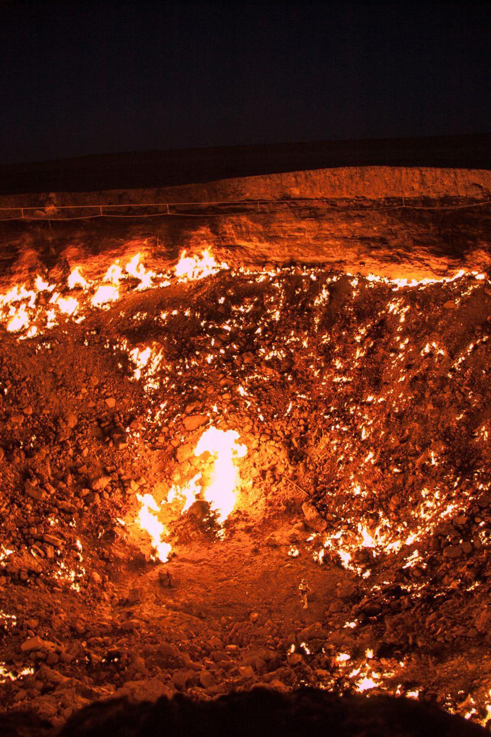 """Hãi hùng lời kể của người đầu tiên thâm nhập """"cổng địa ngục"""" cháy suốt 50 năm - 7"""