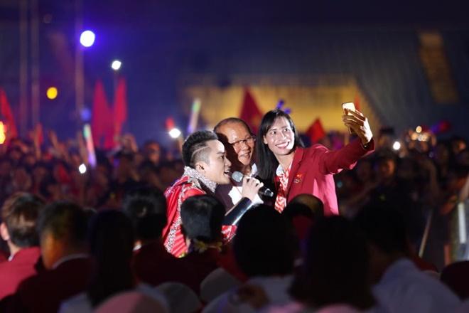 """Lý do Tùng Dương hát """"Con cò' trong lễ vinh danh U23 Việt Nam - hình ảnh 2"""