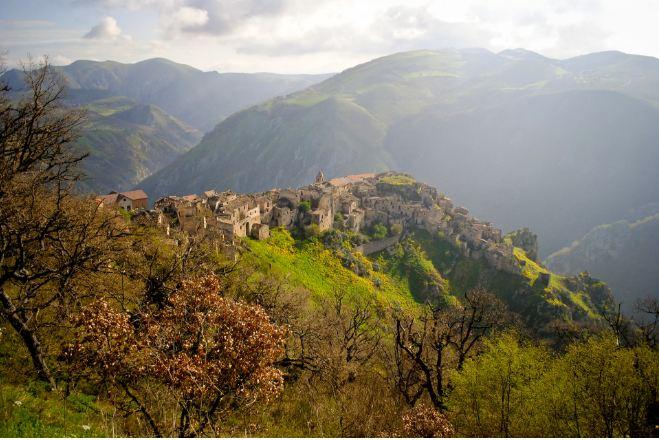 Không ai ngờ những ngôi làng xinh đẹp này lại ẩn chứa nhiều chuyện rùng rợn tới vậy - hình ảnh 9