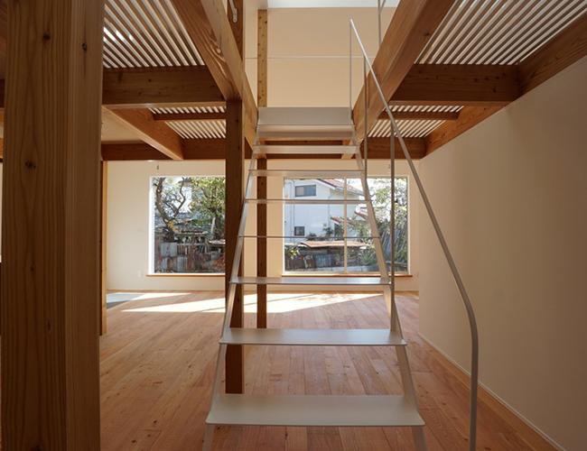 Cầu thang chính là mối dây liên kết giữa các tầng không gian khác nhau. Nó có thể giúp cho ngôi nhà trở nên rộng rãi, thoáng mát hơn.