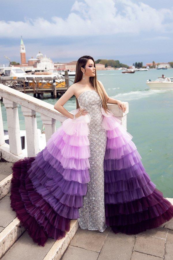 """Mệnh danh """"nữ hoàng kim cương"""", Lý Nhã Kỳ lại mặc váy copy Chanel? - hình ảnh 3"""
