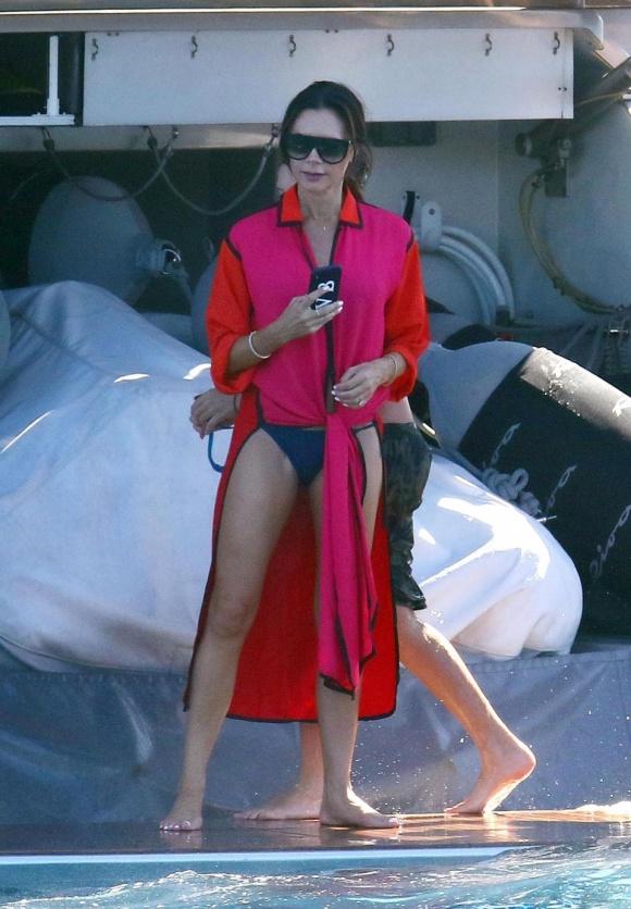David Beckham táo bạo hôn lên ngực vợ trên du thuyền triệu đô - hình ảnh 6