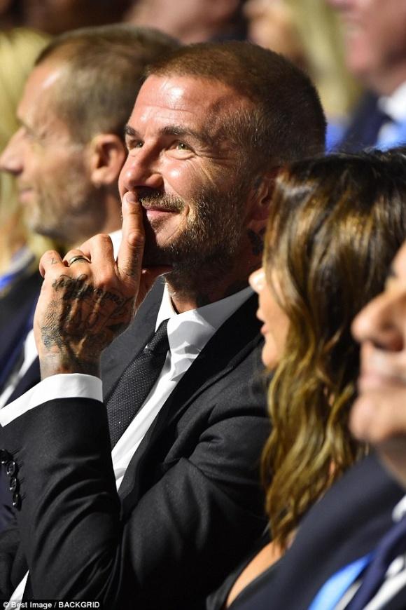 David Beckham táo bạo hôn lên ngực vợ trên du thuyền triệu đô - hình ảnh 12