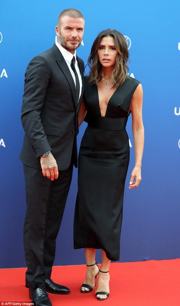 David Beckham táo bạo hôn lên ngực vợ trên du thuyền triệu đô - hình ảnh 13