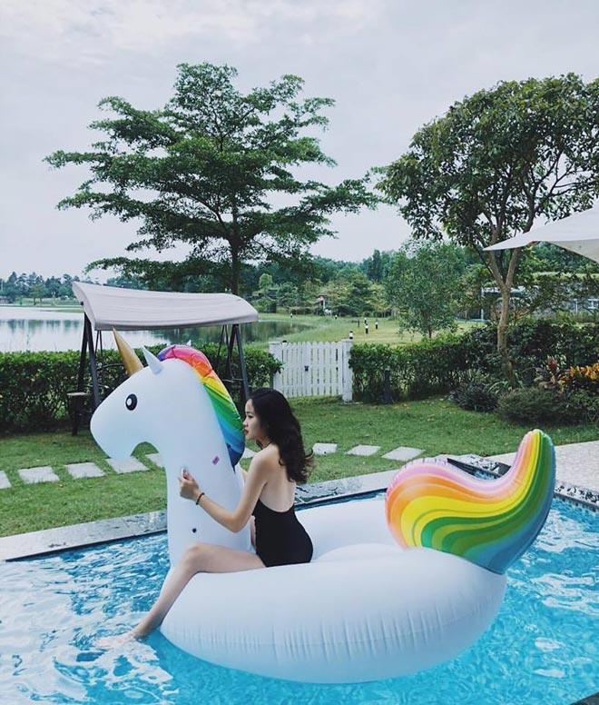 Bạn gái Văn Hậu, Quang Hải khoe ảnh xinh đẹp khi nghỉ dưỡng với bạn trai - hình ảnh 2
