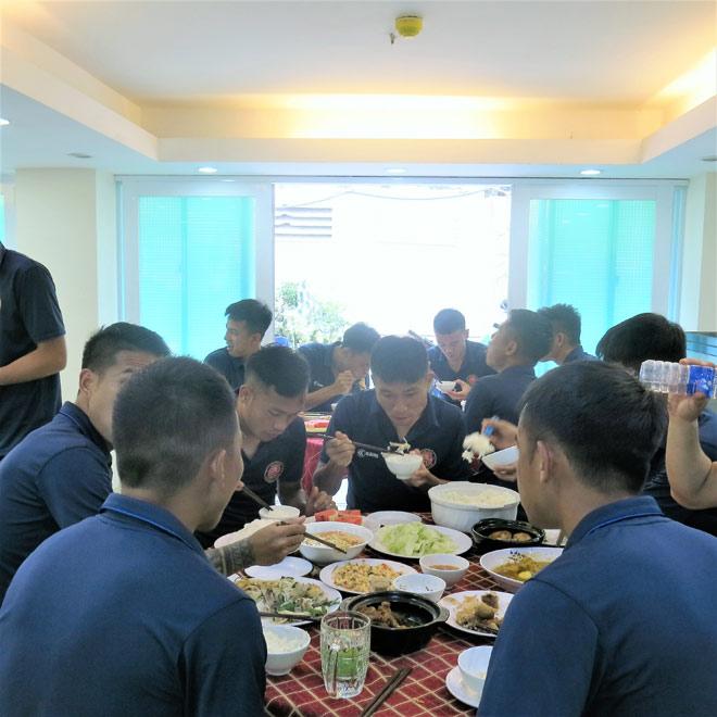 CLB bóng đá Sài Gòn được bác sĩ NutiFood tư vấn dinh dưỡng - 1
