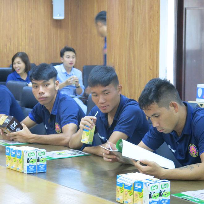 CLB bóng đá Sài Gòn được bác sĩ NutiFood tư vấn dinh dưỡng - 2
