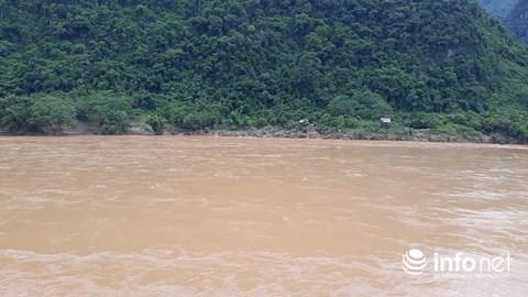 Thanh Hóa: Thót tim trước cảnh người dân đổ xô đi vớt củi giữa dòng nước dữ - hình ảnh 8