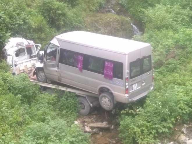 Xe cứu hộ chở ôtô khách gặp TNGT chết người: Ai chịu trách nhiệm? - hình ảnh 1