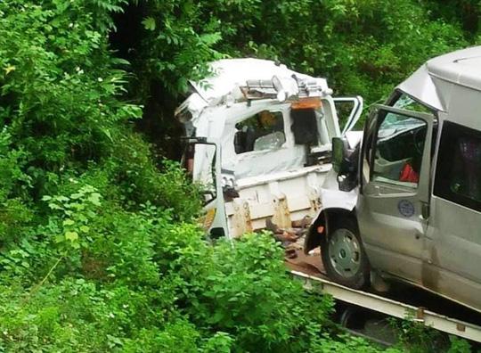 Xe cứu hộ chở xe 16 chỗ lao xuống vực, 2 người tử vong trong cabin - hình ảnh 1