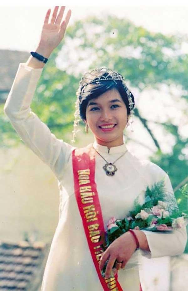 Chuyện ít ai biết về những sự cố rơi vương miện Hoa hậu Việt Nam - hình ảnh 1