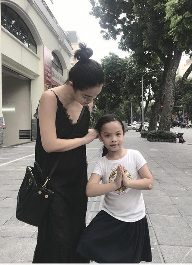 """Phạm Quỳnh Anh đưa con về Hà Nội giữa tin ly hôn """"ông bầu"""" Quang Huy - hình ảnh 2"""
