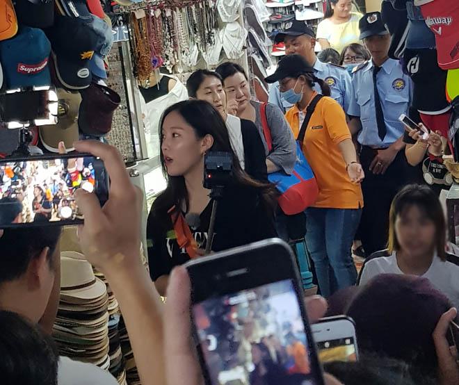Mỹ nhân T-ara bị chủ shop ở chợ Bến Thành la ó vì hành động này - hình ảnh 2