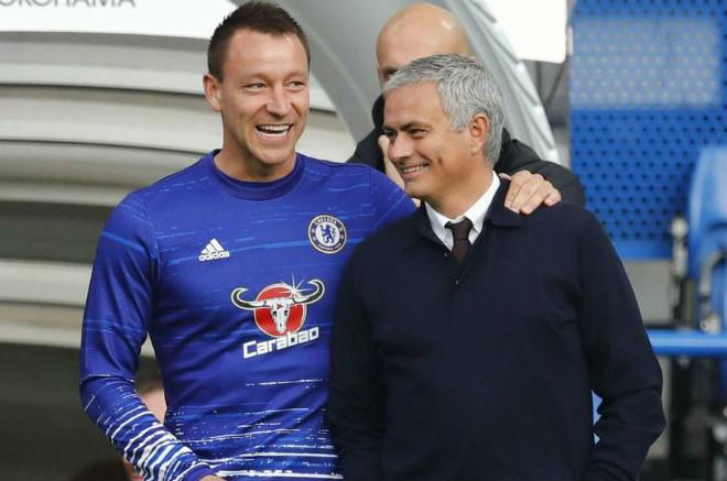 MU khủng hoảng hàng thủ: Chuyên gia hiến kế Mourinho gây sốc với Terry - 2