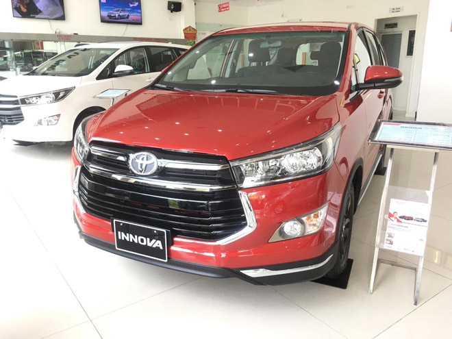 Giá xe Toyota Innova cập nhật tháng 10/2018: Phiên bản đặc biệt Venturer giá từ 855 triệu đồng - 4