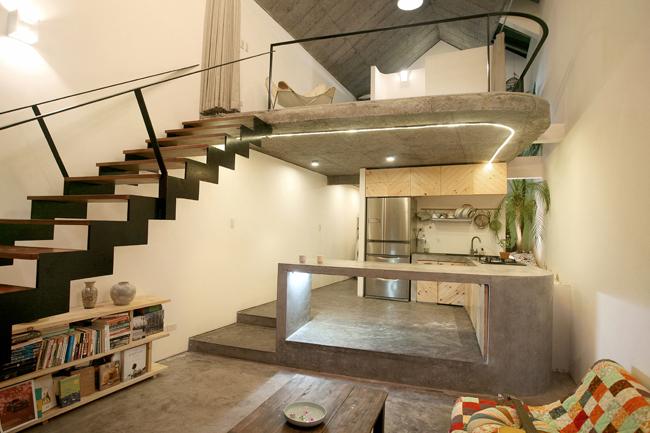 Kiến trúc sư chọn vật liệu nội thất tự nhiên và mộc mạc, mang lại cảm giác gần gũi nhưng vẫn đảm bảo chất lượng cuộc sống cho gia chủ.