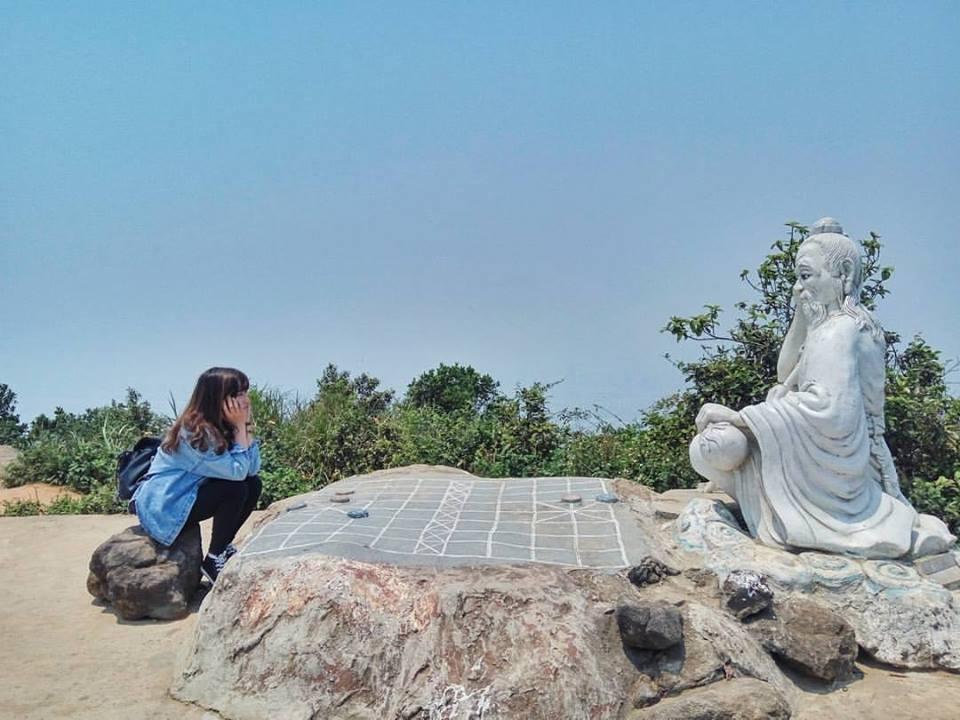 Cuối tuần chưa biết đi đâu, leo đỉnh Bàn Cờ đón gió biển Đà Nẵng - 1