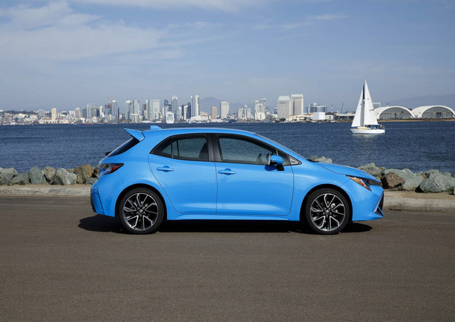 """Doanh số thảm hại, Toyota Auris đổi tên thành """"Corolla"""" để câu khách - 3"""