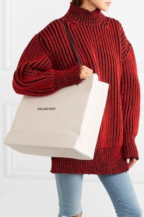 """Túi hàng hiệu như túi giấy shopping, giá """"cắt cổ"""" - 2"""