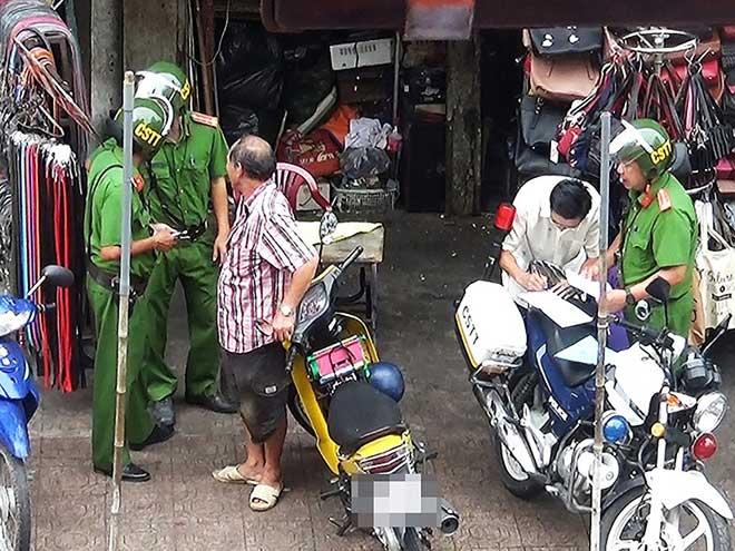Tổ cảnh sát TT-CĐ cạnh chợ Bà Chiểu thừa nhận sai phạm - 1