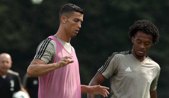 Ảnh nóng Ronaldo và bạn gái xinh đẹp được rao bán bao nhiêu mỗi bức? - 3