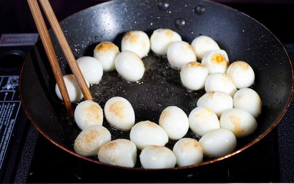 Làm trứng cút rim nước dừa tươi lạ miệng, hút cơm vèo vèo - 3