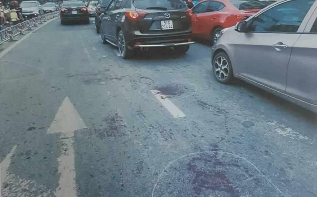 Tài xế xe ôm công nghê đâm gục thanh niên sau va chạm trên phố Sài Gòn - 1