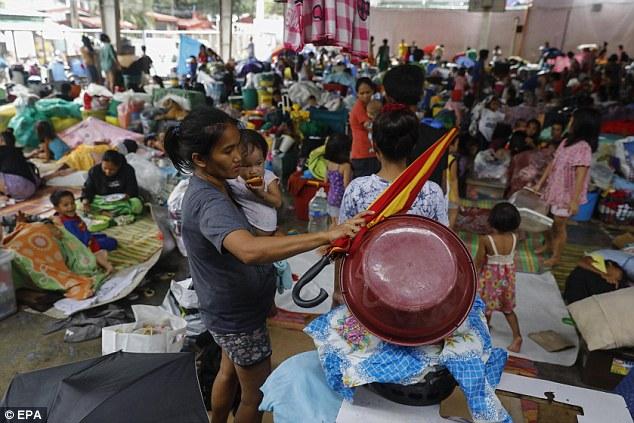 Cảnh tan hoang ở Philippines sau siêu bão Mangkhut sức gió 320 km/giờ - 7