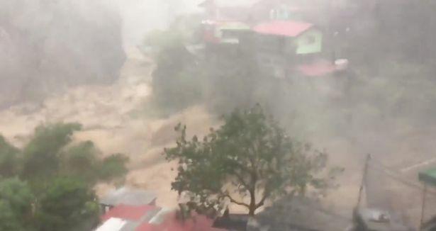Cảnh tan hoang ở Philippines sau siêu bão Mangkhut sức gió 320 km/giờ - 5