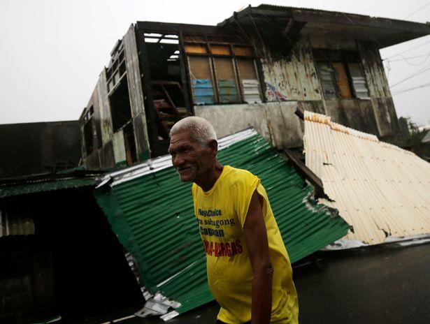 Cảnh tan hoang ở Philippines sau siêu bão Mangkhut sức gió 320 km/giờ - 2