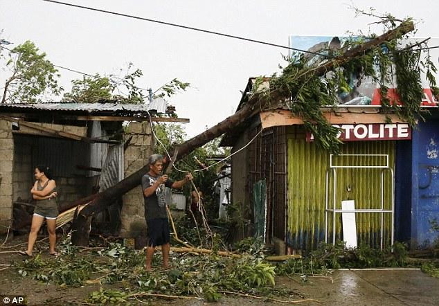 Cảnh tan hoang ở Philippines sau siêu bão Mangkhut sức gió 320 km/giờ - 9