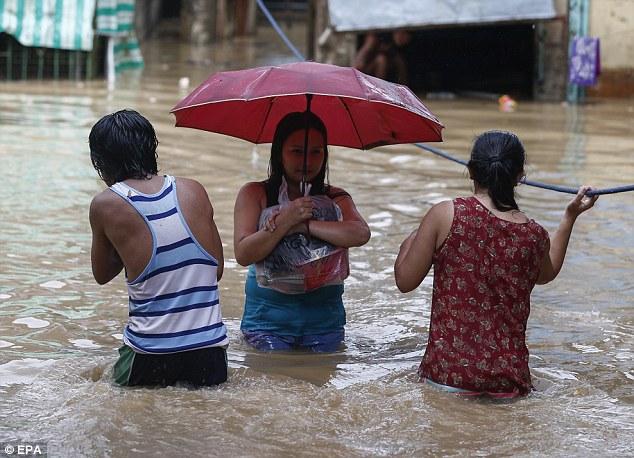 Cảnh tan hoang ở Philippines sau siêu bão Mangkhut sức gió 320 km/giờ - 8