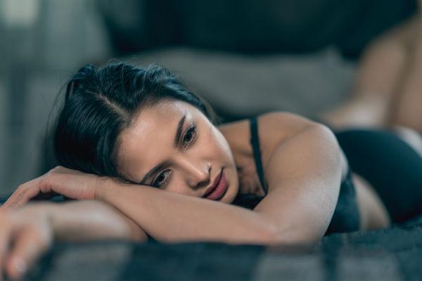 """""""Nữ hoàng nghiện cởi"""" Thái Nhã Vân chia sẻ lợi ích từ việc ngủ nude - 2"""