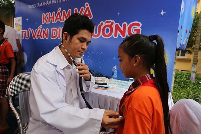 Quỹ Sữa Vươn Cao Việt Nam và Vinamilk trao 66.000 ly sữa cho trẻ em tỉnh Vĩnh Phúc - 4