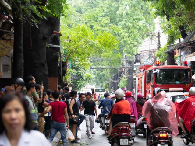 Hà Nội: Lửa bất ngờ bùng cháy lại tại nơi 19 căn nhà bị thiêu rụi