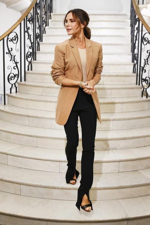Victoria Beckham nhiệt tình lăng xê kiểu quần tốn bột giặt - 5