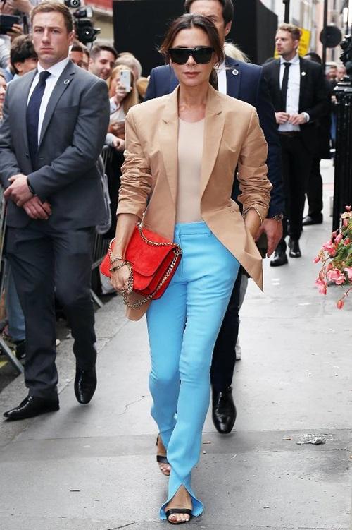 Victoria Beckham nhiệt tình lăng xê kiểu quần tốn bột giặt - 4