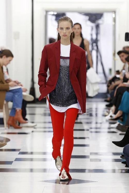 Victoria Beckham nhiệt tình lăng xê kiểu quần tốn bột giặt - 2