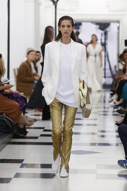 Victoria Beckham nhiệt tình lăng xê kiểu quần tốn bột giặt - 3