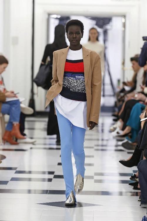 Victoria Beckham nhiệt tình lăng xê kiểu quần tốn bột giặt - 7