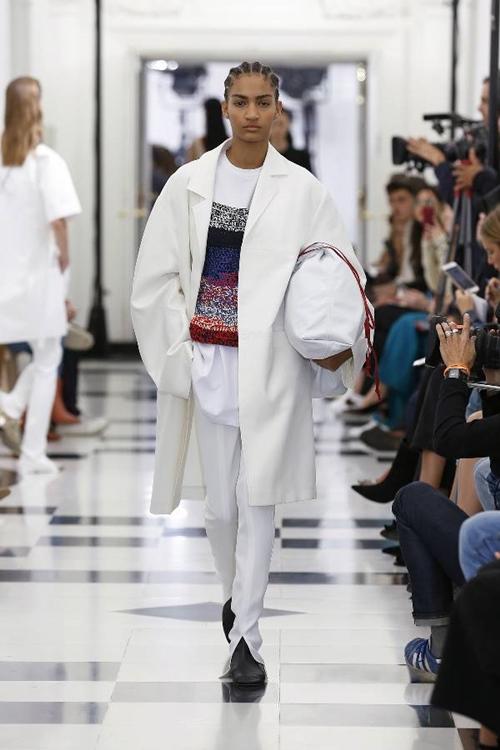 Victoria Beckham nhiệt tình lăng xê kiểu quần tốn bột giặt - 8